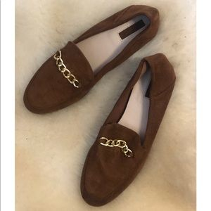 Brown loafers with chain